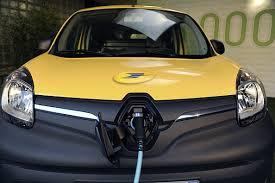 Kangoo électrique en charge